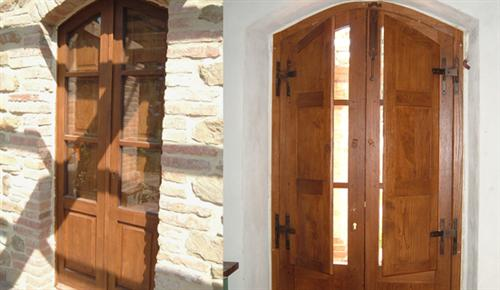 Finestre in legno stile antico pannelli termoisolanti for Infissi esterni in legno